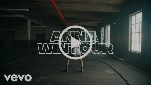 "Azealia Banks Shares New Video ""Anna Wintour"""
